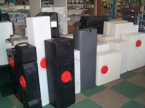 Watertanken in diverse maten, ook de speciale merk tanken. Hiernaast slechts een voorbeeld collectie in de winkel. Voorraad artikel!